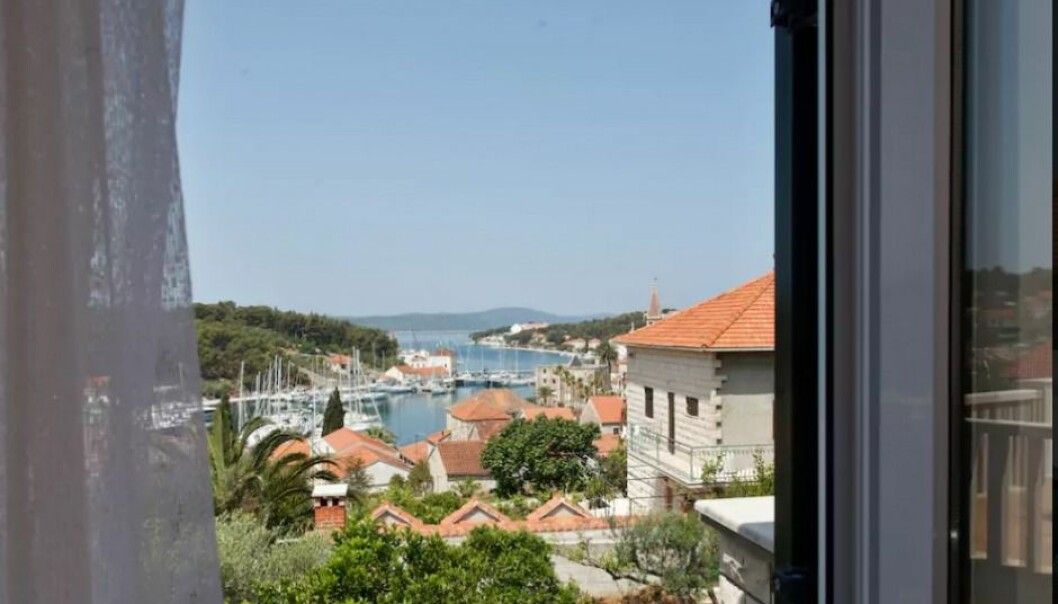 It's not enough to put out a picture of your rental on Airbnb if you want to get people to book it. Renters also want to see pictures of the host or hostess, a Norwegian study shows. This picture is from a house in Milna, Brac in Croatia. The hostess also has a picture of herself on her Airbnb account. (Photo: Airbnb)