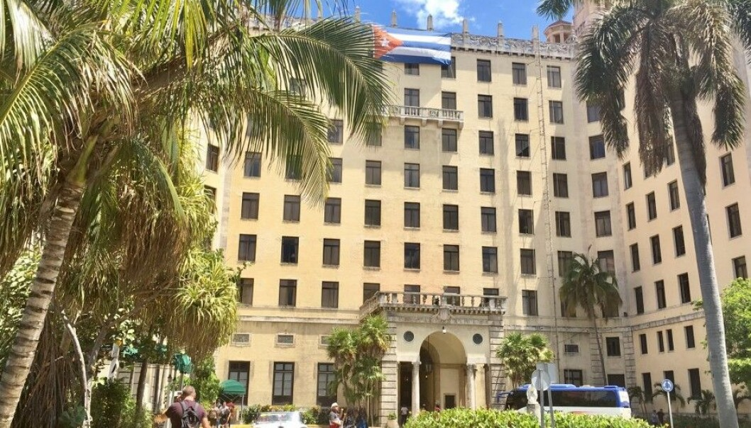 When abroad, travellers sometimes must look far and wide for wireless local area networking spots – Wi-Fi.  Checking up on social media or the news in Havana, Cuba, can be costly. At Hotel Nacional a one-hour connection costs about $6.  (Photo: Anne Lise Stranden/forskning.no)