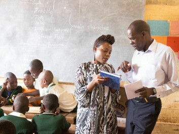 We must start with the kids, says researcher Allen Nsangi. If they learn to critically evaluate statements, they can make better decisions about their own lives as adults. Here she discusses her teaching plan with a school administrator in Uganda. (Photo: Andrew Oxman / Informed Health Choices)