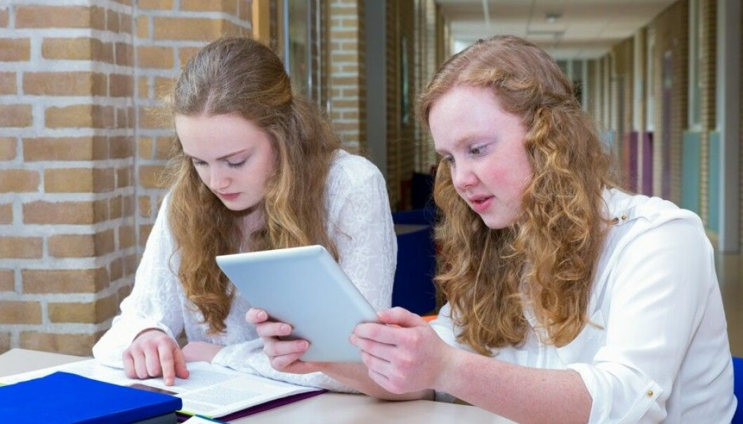 Teenage girls are troubled more with health complaints than teenage boys. A Norwegian study has tried to find out why. (Illustrative photo: Shutterstock / NTB scanpix)