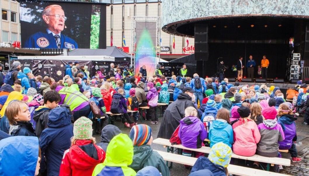 Astronauts Charles Duke and Christer Fuglesang entertain the crowd at the central square, Torvet, in Trondheim. (Photo: Torleif Kvinnesland, NTNU)