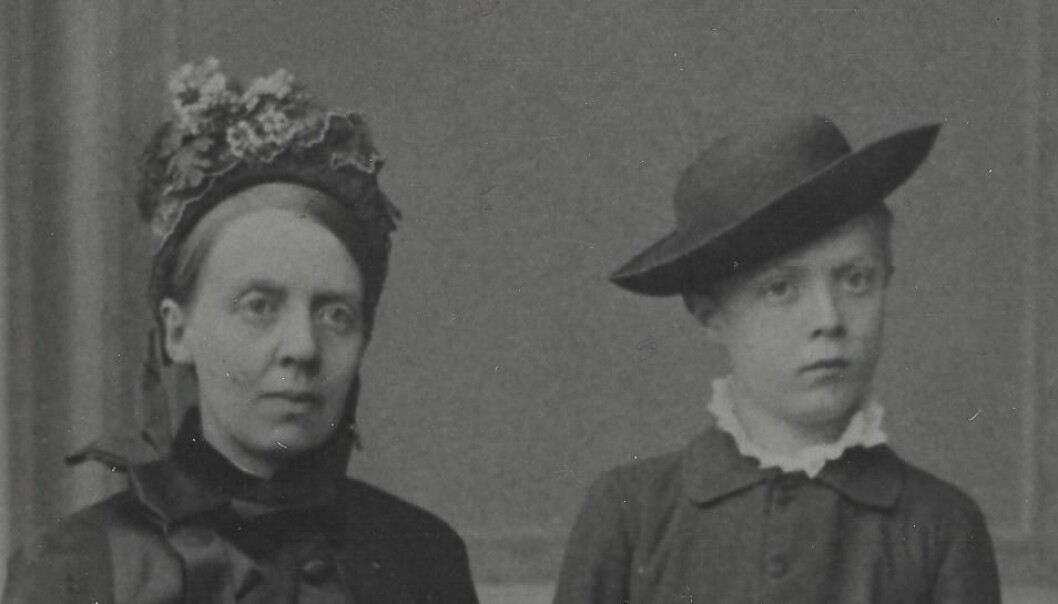 Fredrikke Marie Qvam and her son, David Andreas Qvam. David Andreas Qvam died of tuberculosis in 1889, shortly after this picture was taken. (The picture is from the archive of the Norwegian Women's Public Health Association, Norwegian National Archives)
