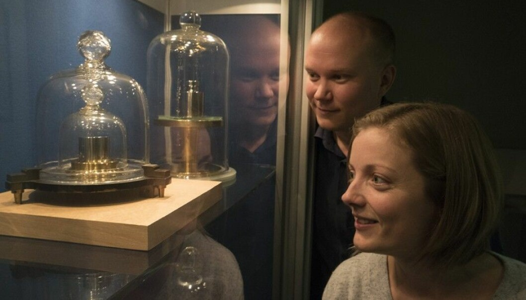 The Norwegian copy of the standard kilogram is locked in a glass case under two bell jars at the Norwegian Metrology Service in Kjeller, outside of Oslo. Pekka Neuvonen is a Norwegian participant in the international effort to shift the standard kilo away from a physical metal object to a measurement based on unchanging physical constants. Marit Ulset Nordsveen has studied measurement methods.