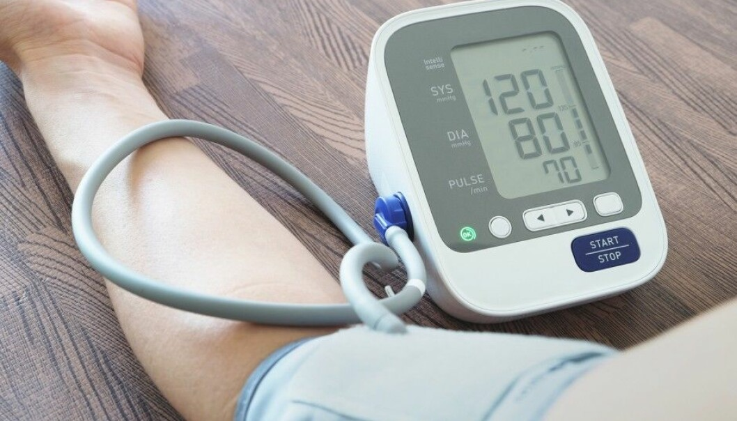 A normal blood pressure is usually 120 over 80. A reading of more than 140 over 90 is defined as high blood pressure. High blood pressure can have many causes: a sedentary life, obesity, stress, a diet high in salt, smoking, alcohol and heredity. But are there other unknown reasons? (Photo: Seasontime / Shutterstock / NTB scanpix)
