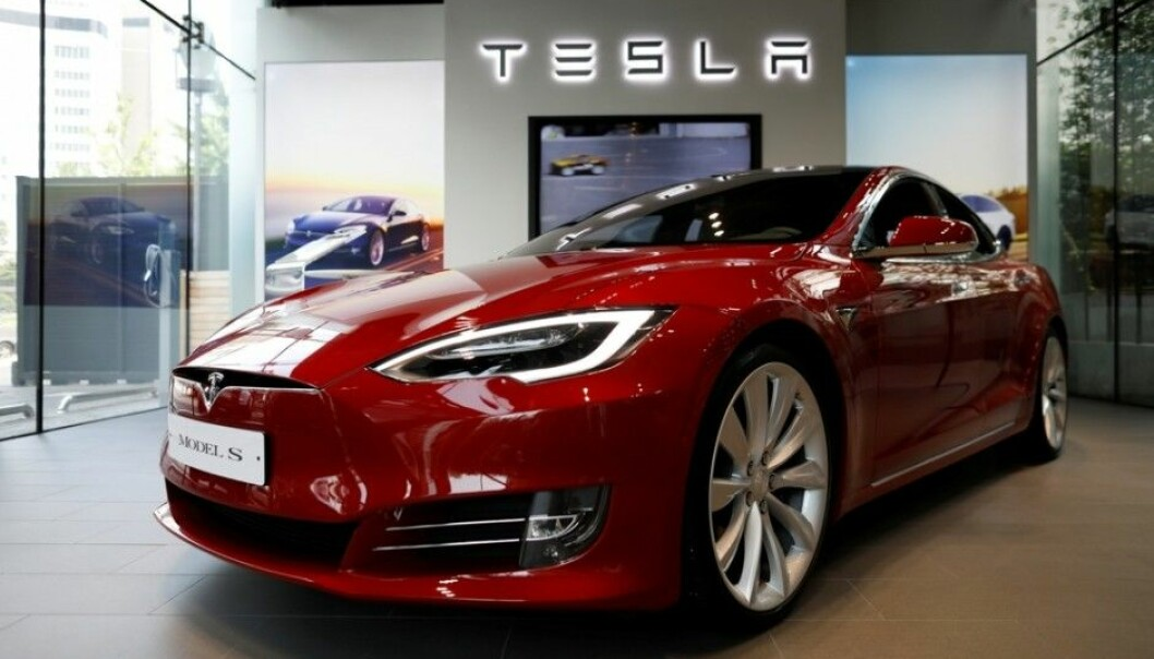 In 2017, Tesla sales in Norway – already high – rose by 143 percent, according to the Norwegian business daily paper Dagens Næringsliv. This is good news for the environment in a country where the power grid is generated by hydropower. But not so rosy for other drivers. Electric vehicles (EVs) weigh on average from 10–25 percent more than petrol and diesel cars in their class. They provide better protection for those sitting in EV but they can do more damage to persons they might crash into. A traffic researcher says that as cars get heavier they get more dangerous. (Photo: Kim Jong-ji, Reuters, NTB scanpix)