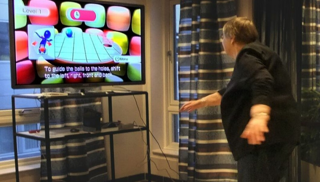 Giving a Nintendo Wii exercise game a whirl at the Heracleum welfare service for the elderly in Tromsø. (Photo: Ellen Brox)