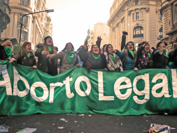 The green scarf, or handkerchief, has become the symbol of the battle for the legalisation of elective abortion in Argentina. (Photo: Cobertura Colectiva/Emergentes/Flickr.com)