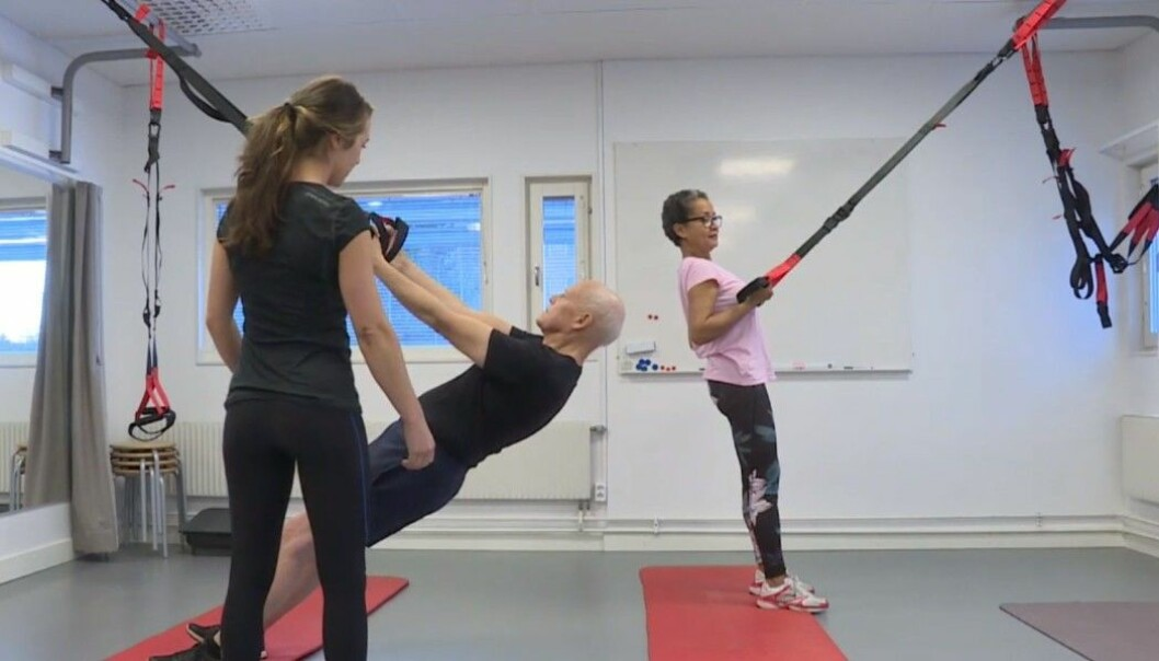 The photo shows an example of a training exercise that was used in the study. The exercise was performed without extra weights. (Photo: Snapshot from Swedish TV4 news November 28, 2018).