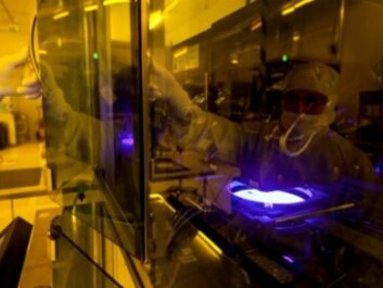The tiny device which measures no more than 8 x 8 millimetres takes eight weeks to produce, and the entire fabrication needs to take place in a super-clean environment. (Photo: SINTEF)
