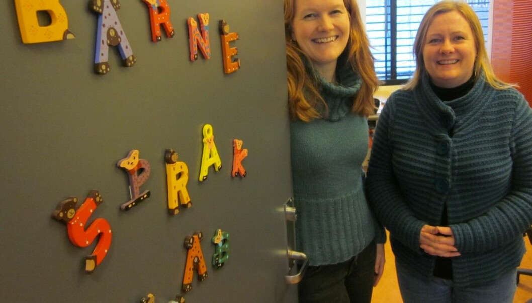 University of Tromsø linguists Kristine Bentzen (left) and Merete Anderssen at the Tromsø Language Acquistion Lab are both enthusiastic about children learning to be bilingual. (Photo: UiT)