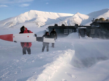 Cold and windy conditions for assembling the CryoWing at Svalbard. (Photo: NORUT)