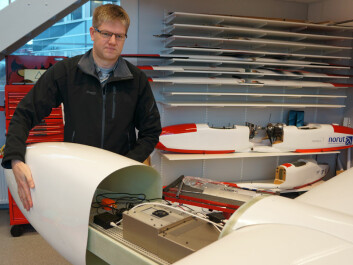 Rune Storvold opens the instrument compartment in the drone CryoWing Mk II. (Photo: Arnfinn Christensen)
