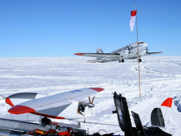 "CryoWing ""Fox"" meets the supply plane ""Lidia"" during an expedition to the South Pole Plateau. (Photo: NORUT)"