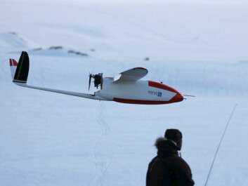 The dream of any model airplane hobbyist: The drone CryoWing usually lands by manually operated remote control. (Photo: Torbjørn Houge, NORUT)