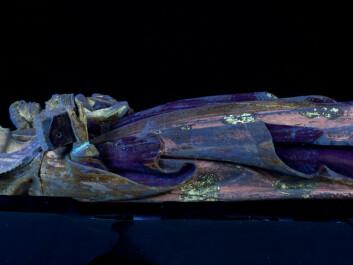 Some of the Madonna's painted brocade patterns emerge under ultraviolet light. (Photo: Birger Lindstad)