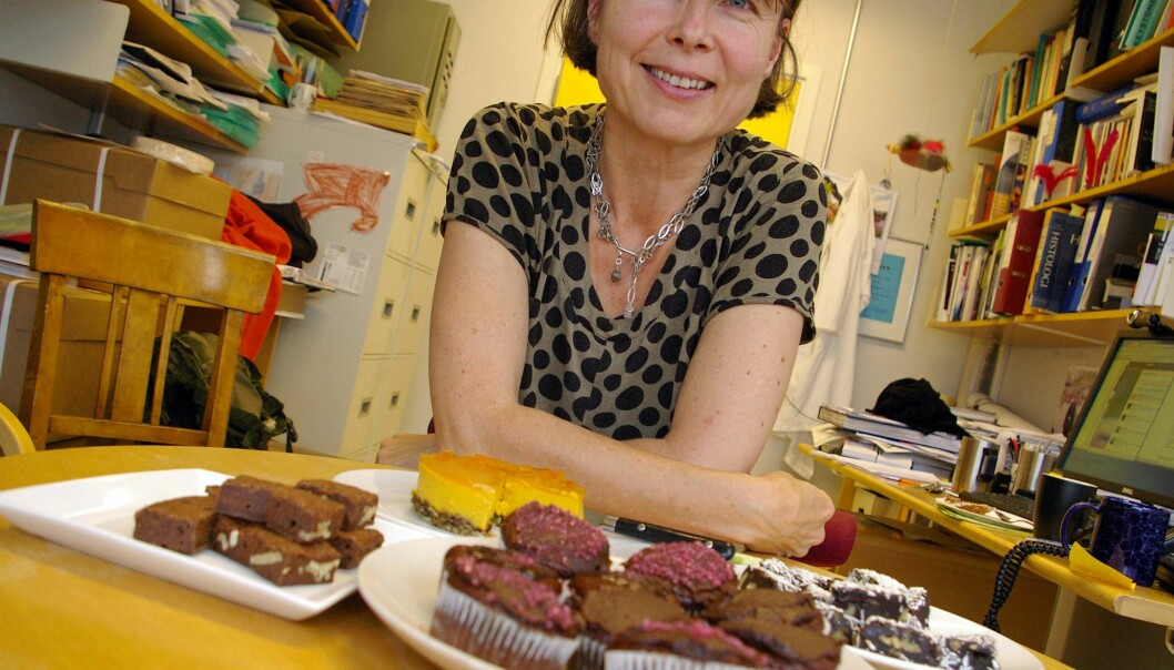 Anne Spurkland displays some pastries in her office. She has cupcakes without egg or milk, brownies without flour or milk, brownies with prunes but no sugar, eggs, milk or flour, and a cheesecake made without any of these ingredients. (Photo: Bjørnar Kjensli)