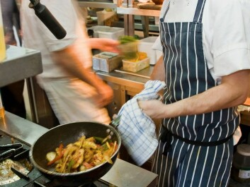 Chefs face an increased risk of respiratory illnesses if they spend a lot of time in front of a frying pan. (Photo: Colourbox)