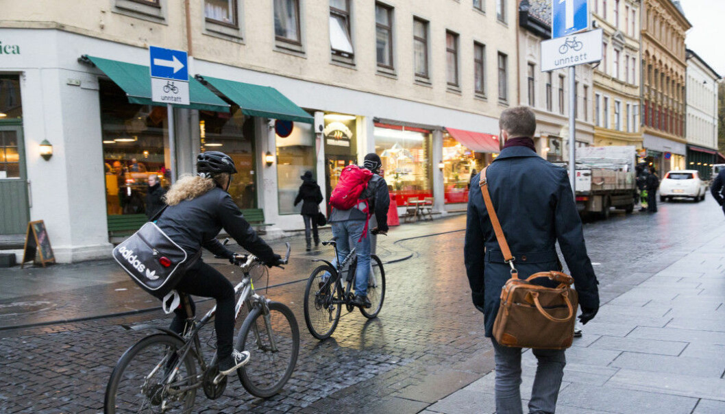 Streets and other areas need to be more pedestrian-friendly if we want the proportion of walkers in the city to increase, researchers say. The photo shows Torggata in Oslo. (Photo: Berit Roald, NTB scanpix)