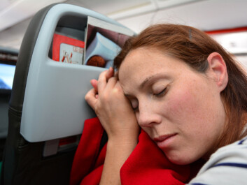 It can be tempting to just sleep throughout the flight, but self-medication is not always a good idea, according to researchers. (Photo: ChameleonsEye / Shutterstock / NTB scanpix)