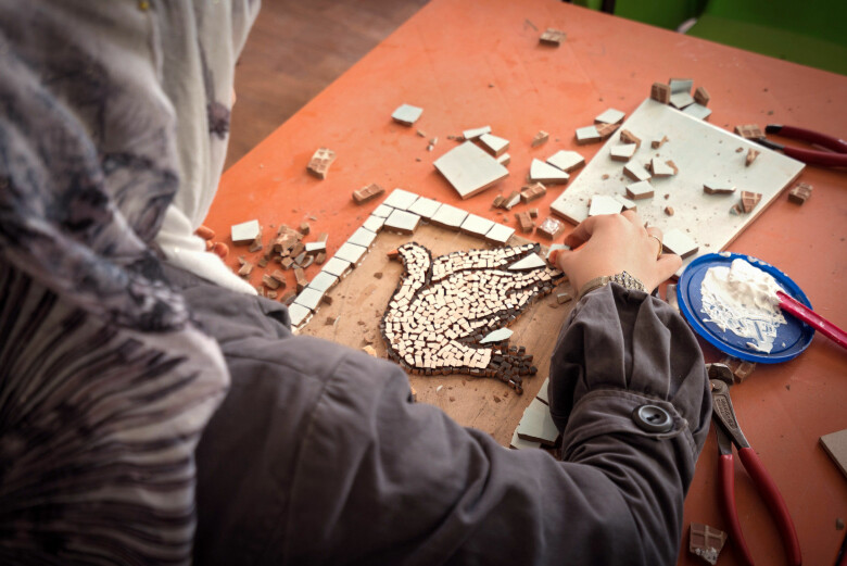 UN Women's mosaic workshop in a refugee camp in Syria (Photo: UN Women,CC BY-NC-ND 2.0)