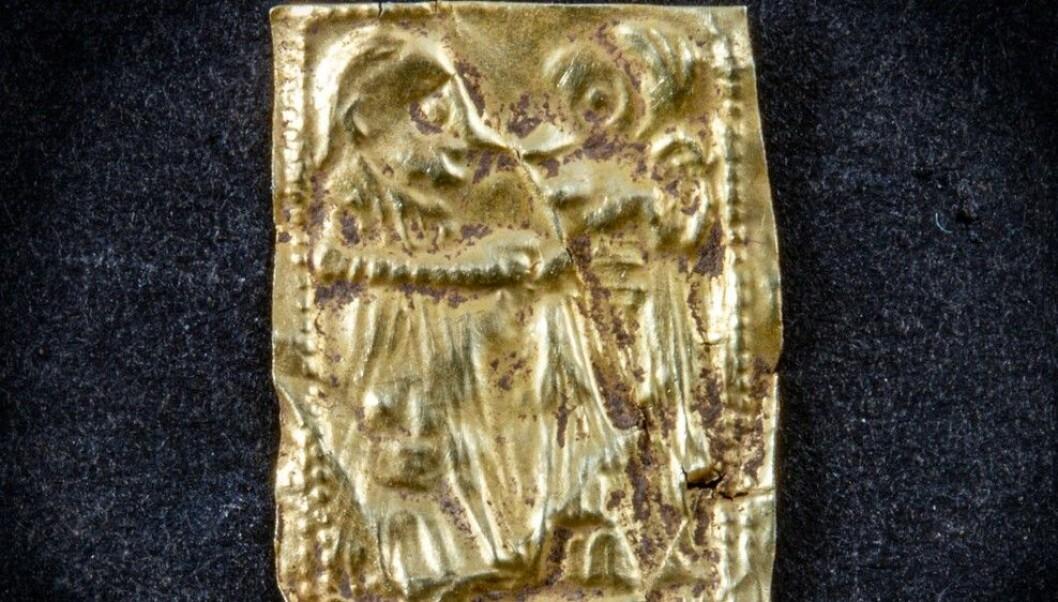 The gold foil figure found in Larvik in Vestfold recently. (Photo: Vestfold fylkeskommune)