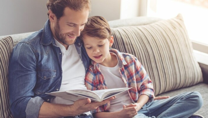 It's important for children to be encouraged to become independent readers early. Parents should read to children to encourage their interest whenever possible. (Photo: Shutterstock, NTB Scanpix)