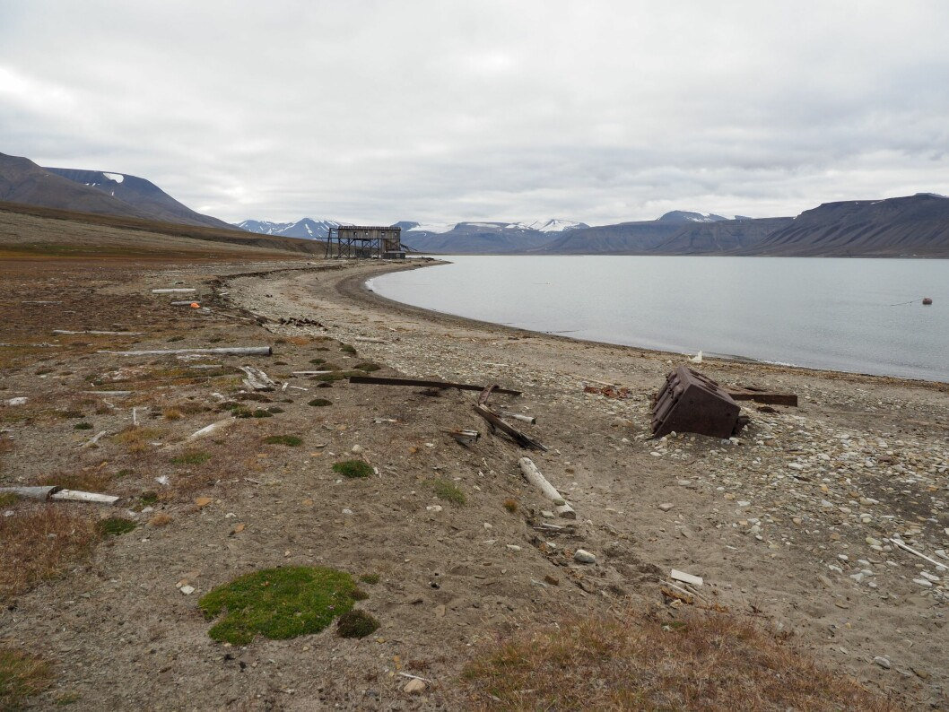 As a part of the Adapt Northern Heritage project NIKU researchers are studying how coastal erosion affects cultural heritage at Svalbard, Norway. (Photo: A.C. Flyen, NIKU)