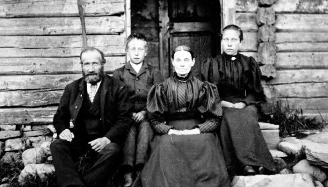Norwegians were much less wealthy in the late 1800s than they are today. But were they poor? Here is a photo of Ole Andersen with his wife Tonette and children Otto and Trine. The family lived at Helgøya in Mjøsa.