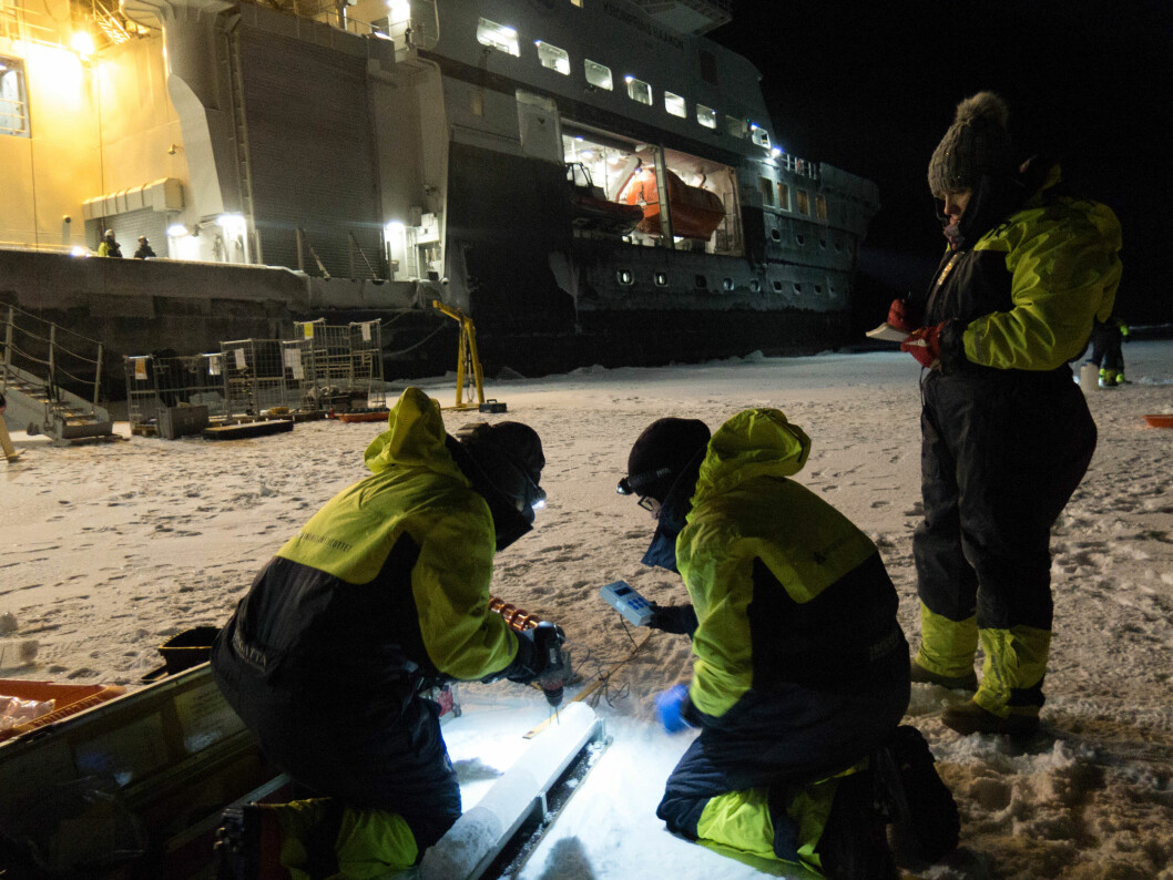 Work on the ice has started. Ice cores analysed on the spot. 82 North, 28 East. More than 3000 meter of Arctic water below.