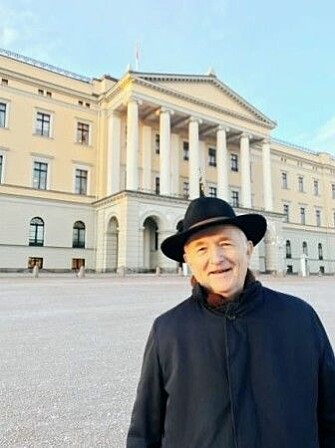 History professor Torgrim Titlestad following his visit with King Harald yesterday, when he could finally give Flateyarbók to the Norwegian king – 600 years after another Norwegian king should have received it.