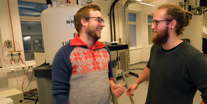 Student Adrian Antonsen, at right, carried out the analysis of kveik beers in the NMR (nuclear magnetic resonance) machine under the guidance of Christian Schulz.