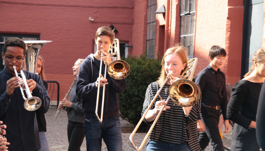 Young musicians can have a lot of fun, but here too, seriousness and performance anxiety will strike for many. Here a group from the Barratt Due Institute of Music.