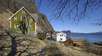 Old people choose to move to remote and unpractical houses in Norway. Can they still expect the same level of welfare services?
