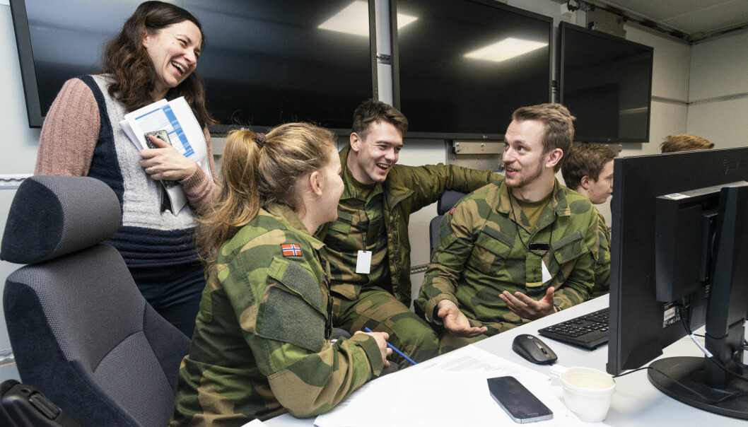Some of the war school students at Linderud in Oslo are planning military operations the old-fashioned way, with maps, stationery and foils, while others get to try SWAP. This FFI-developed decision support tool visualizes the war game on screen. It is currently only a prototype.
