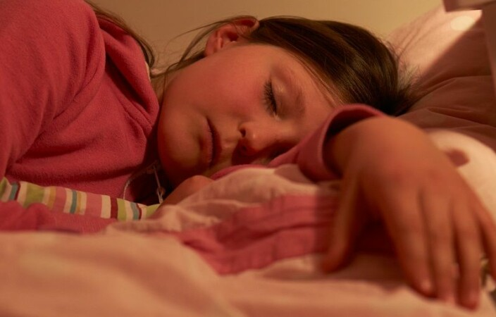 What is too little sleep for some childen, is enough for others. But on average the children who sleep the least are most at risk of mental problems.