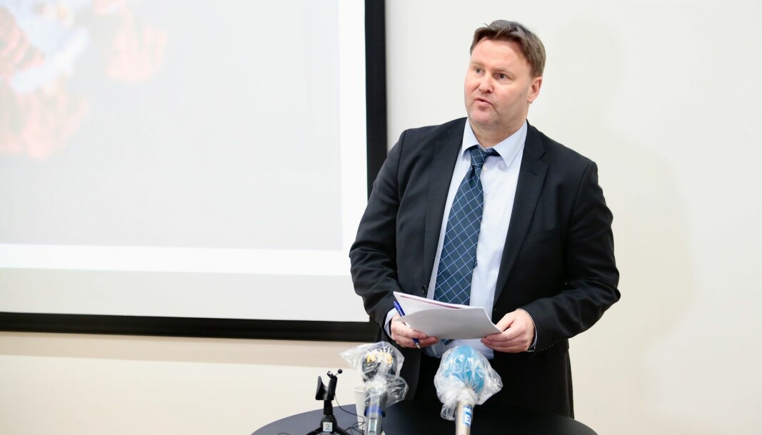 We may need to take extra measures for people belonging to different risk groups, the Norwegian Directorate of Health's Acting Assistant Health Director Espen Rostrup Nakstad said. The picture is from a press conference on the coronavirus that was held on Saturday 21 March.