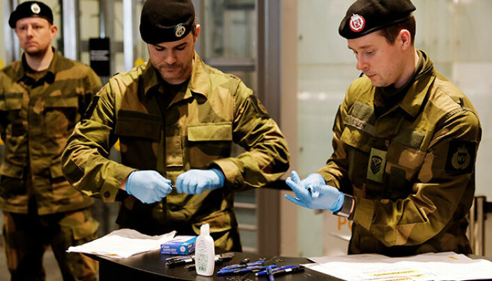 Soldiers from the Emergency Squadron to HV-02 support civil society with various missions at Gardermoen Airport in connection with the Korona outbreak.