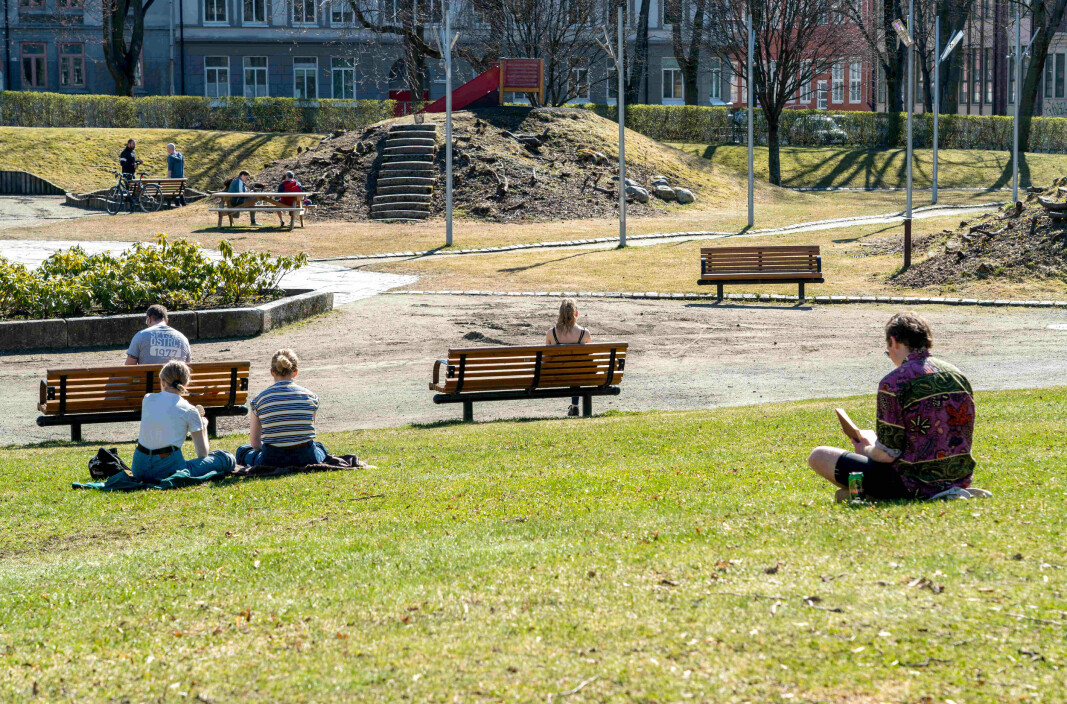 Alone, together: People in the park of Lademoen in Trondheim keeps the required distance in corona times. How we deal with the pandemic and how we are afterwards varies, among other things based on what kind of personality we have from birth.