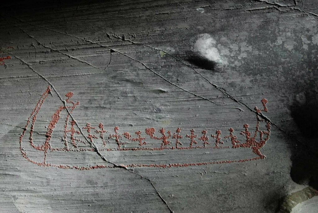 More than three thousand figures have been carved into rock found in the innermost reaches of Alta Fjord in Finnmark, in northern Norway. Some of the pictures show seafaring Bronze Age people. This ship is very similar to ships that can be seen in Østfold and elsewhere in Norway and Sweden. The ship's crew are clearly seen in the petroglyphs. There's a helmsman at the back, with a lookout at the front. The images confirm that there was a maritime culture 3000 years ago as north as Finnmark County.