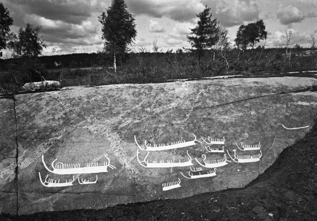People may have travelled thousands of years ago from Norway all the way to the Mediterranean in ships that were possibly as large as those sailed by the Vikings. At Hornnes in Skjeberg in Østfold, there's a whole armada of 17 Bronze Age ships that are heading south along what was once a rock mountain on the water's edge. There was probably a beach here where the ships were pulled ashore. All the ships in the images have large crews. Several have rudders. Also, note the very special bow and stern. At least one of the ships features something similar to a dragon's head, and is reminiscent of Viking ships.