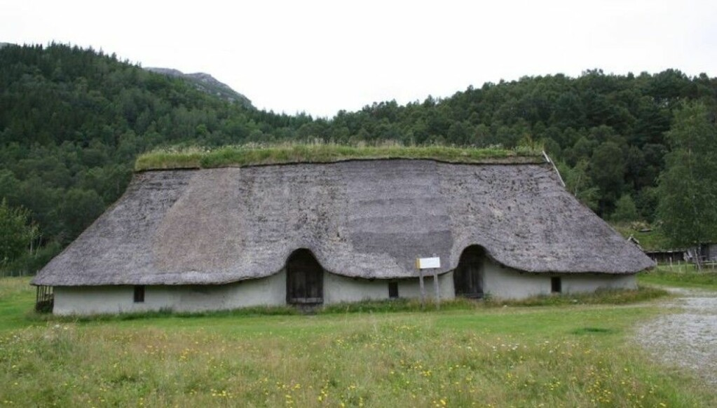 A reconstruction of a house from the Bronze Age has been built at Forsandmoen in Rogaland County. The house is divided into three sections. This may be what houses looked like in Norway 3500 years ago. Each house may have had 15-20 inhabitants. The walls were smeared with clay and the entrances were on the long wall. Around 3000 years ago, the houses became somewhat smaller than this, with fewer people in each house. Perhaps this shift marks the introduction of nuclear families to Norway?