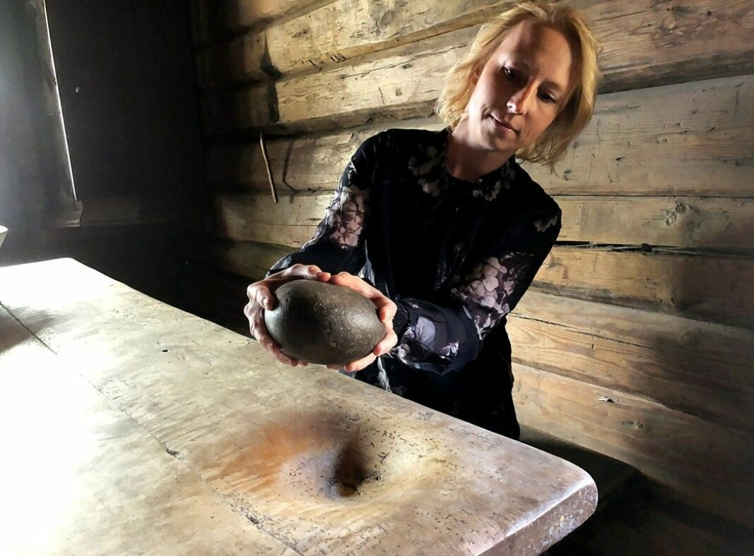 Hilde Brumoen Engø at the Østfold Museum holds up a quern from Rakkestad.