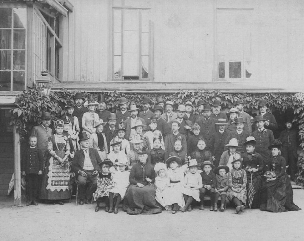 Patients and staff at Sandefjord Spa around 1890.