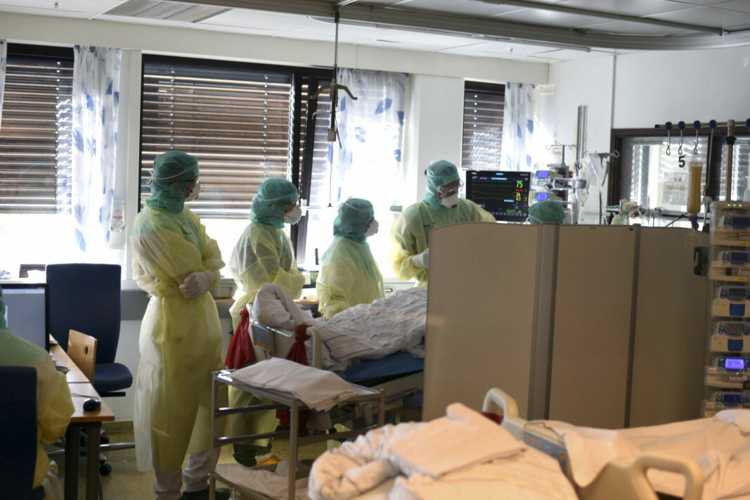 From the covid post at Vestre Viken HF, Bærum hospital in Norway. Staff are wearing personal protective equipment during treatment of a corona-infected patient in April.