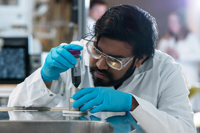 Sulalit Bandyopadhyay is a postdoctoral fellow at NTNU's Department of Chemical Engineering. He was in charge of the production of the magnetic nanoparticles used in the NTNU test.