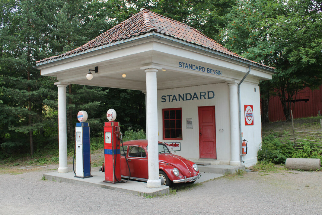Roughly 100 years ago, aesthetic gems like this began to appear along the roads in Norway. This station in Holmestrand was in operation from 1928 to 1968. Today there's a copy of it at the Norwegian Museum of Cultural History in Oslo.