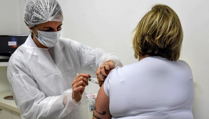 A Brazilian woman receives the Oxford vaccine in phase three of the test.