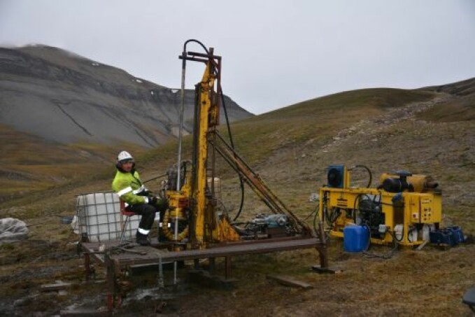 Drilling to bring up samples from Deltadalen, Svalbard.