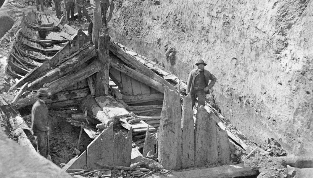 The excavation of the Gokstad ship and the mound in 1880.