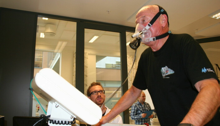 One of the earliest volunteers in the Generation 100 study, Sverre Kirksæther, runs on a treadmill so that Øyvind Eian, a master's student in exercise physiology, can measure his maximal oxygen uptake, or VO2max.